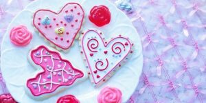 Decorate Valentine cookies with the family at New Leaf Community Markets
